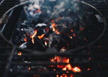 Kugelgrill reinigen | Grill Innen & im Deckel putzen