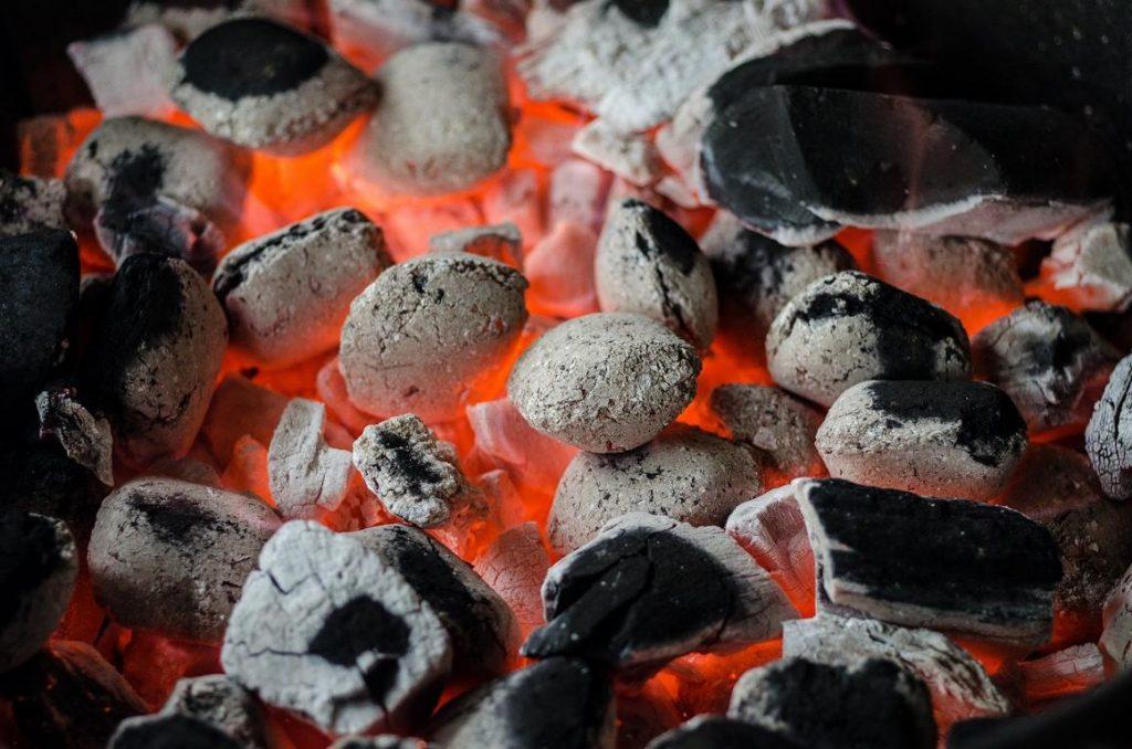 Dampf, Asche und Glut