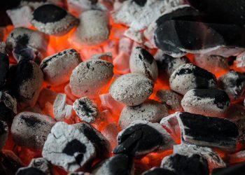 Grillplatte reinigen | Lavasteingrill & Gusseisen säubern