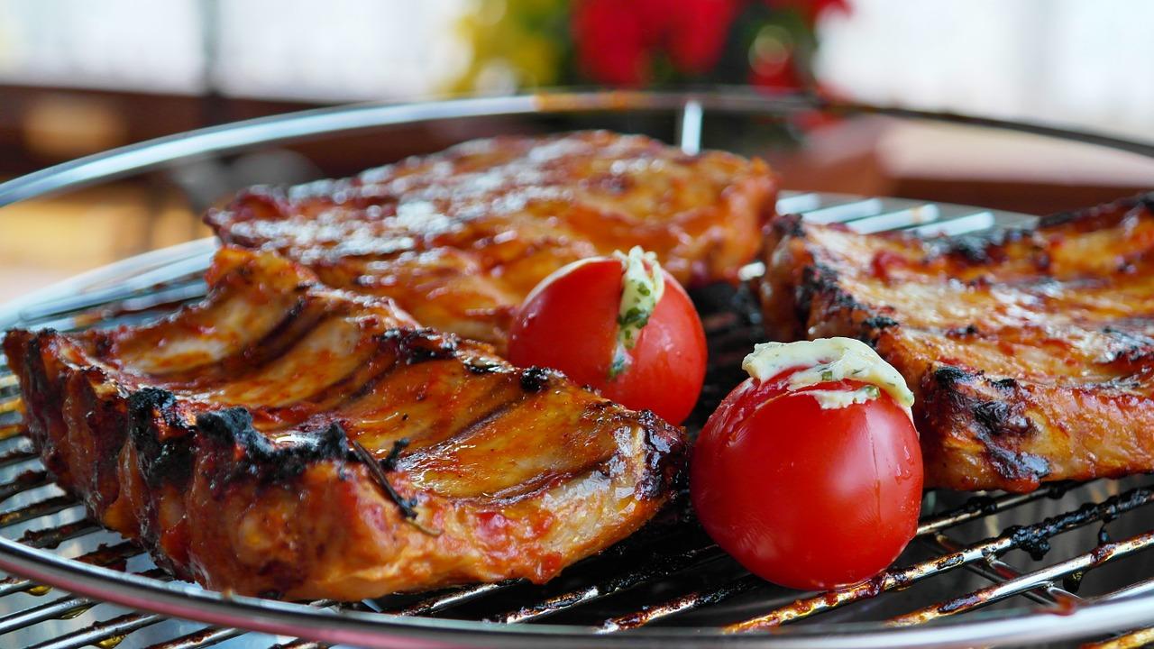 Tischgrill Grillen Sparerips Tomate Fleisch Gemüse